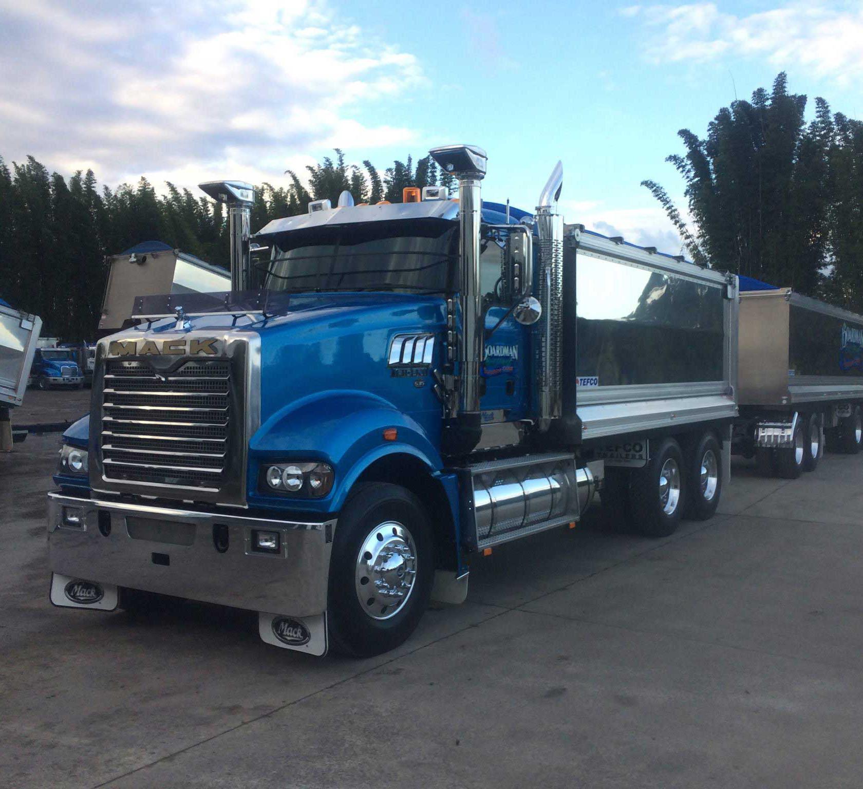JLB80 Mack Trident Truck and Dog
